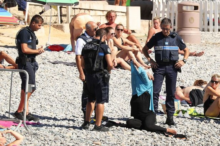 police-enforce-burkini-ban-on-french-muslim-woman-on-beach-1